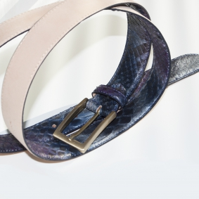 Python leather belt H30, handbuffered with gold satin buckle, blue and purple