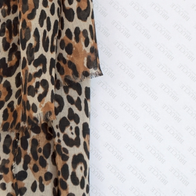 Wool scarf with animalier motif