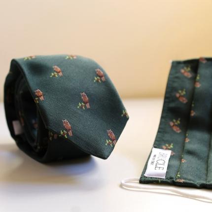 krawatte und stoffmaske seiden